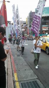 Those in favor of an independent Taiwan protesting with their own flags